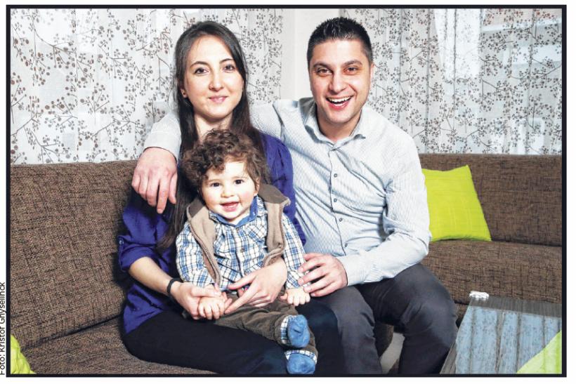 Nihal, Mustafa en hun zoontje (c) Kristof Ghyselinck